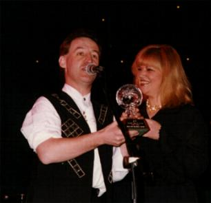 Soula presents Ireland's top volcalist Declan Nearney with his prize at the Irish Music Awards in London